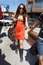 Miley Cyrus at the hair and tanning salon with mum in Studio City, Los Angeles, California - 23rd August 2009 - IANS-WENN (6).jpg