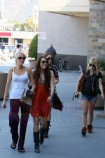 Miley Cyrus at the hair and tanning salon with mum in Studio City, Los Angeles, California - 23rd August 2009 - IANS-WENN (3).jpg
