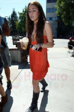 Miley Cyrus at the hair and tanning salon with mum in Studio City, Los Angeles, California - 23rd August 2009 - IANS-WENN (5).jpg