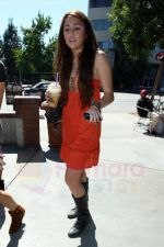 Miley Cyrus at the hair and tanning salon with mum in Studio City, Los Angeles, California - 23rd August 2009 - IANS-WENN (8).jpg