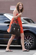 Miley Cyrus at the hair and tanning salon with mum in Studio City, Los Angeles, California - 23rd August 2009 - IANS-WENN.jpg