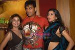 Ravi Kishan, Mona Lisa at Ram Banawle Jodi film launch in Andheri on 25th Aug 2009 (5).JPG