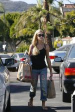 Denise Richards grocery shopping at Gelson_s Markets at the Pacific Palisades Los Angeles, California on 25th August 2009 - GUTS- IANS-WENN.jpg