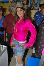 Rambha promotes Dolly of Quick Gun Murugun with Baskin Robbins in Carter Road on 26th Aug 2009 (10).JPG