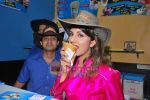 Rambha promotes Dolly of Quick Gun Murugun with Baskin Robbins in Carter Road on 26th Aug 2009 (11).JPG