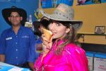 Rambha promotes Dolly of Quick Gun Murugun with Baskin Robbins in Carter Road on 26th Aug 2009 (15).JPG