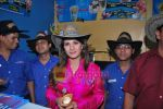 Rambha promotes Dolly of Quick Gun Murugun with Baskin Robbins in Carter Road on 26th Aug 2009 (17).JPG