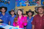 Rambha promotes Dolly of Quick Gun Murugun with Baskin Robbins in Carter Road on 26th Aug 2009 (18).JPG