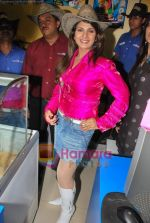 Rambha promotes Dolly of Quick Gun Murugun with Baskin Robbins in Carter Road on 26th Aug 2009 (7).JPG