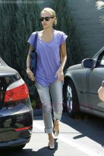 Jessica Alba out running errands in Santa Monica, Los Angeles, California on 27th August 2009 - IANS-WENN.jpg