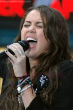 Miley Cyrus Performs On NBC_s TODAY on August 28, 2009 at Rockefeller Center, NY (2).jpg
