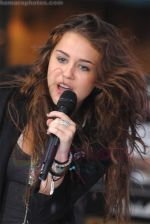 Miley Cyrus Performs On NBC_s TODAY on August 28, 2009 at Rockefeller Center, NY (4).jpg