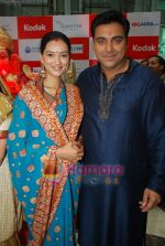 Pallavi Subhash, Ram Kapoor at Basera team celebrate Ganesh festival in Oberoi Mall on 28th Aug 2009 (2).JPG
