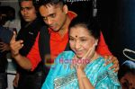 Chaitanya Bhosle, Asha Bhosle at the launch of Chintu Bhosle_s new album Sapne Suhane in Puro on 7th Sep 2009 (7).JPG