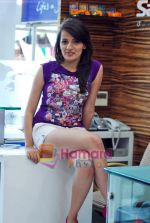 Natasha Bhardwaj promote American Tourister in Khar on 8th Sep 2009 (16).JPG