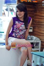 Natasha Bhardwaj promote American Tourister in Khar on 8th Sep 2009 (17).JPG
