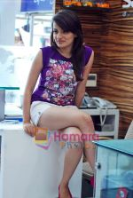 Natasha Bhardwaj promote American Tourister in Khar on 8th Sep 2009 (18).JPG