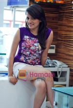 Natasha Bhardwaj promote American Tourister in Khar on 8th Sep 2009 (20).JPG