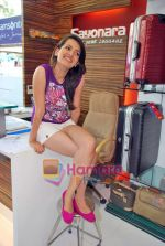 Natasha Bhardwaj promote American Tourister in Khar on 8th Sep 2009 (30).JPG