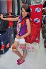 Natasha Bhardwaj promote American Tourister in Khar on 8th Sep 2009 (32).JPG