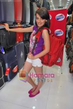 Natasha Bhardwaj promote American Tourister in Khar on 8th Sep 2009 (33).JPG