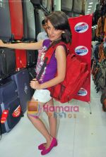 Natasha Bhardwaj promote American Tourister in Khar on 8th Sep 2009 (34).JPG