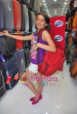Natasha Bhardwaj promote American Tourister in Khar on 8th Sep 2009 (35).JPG