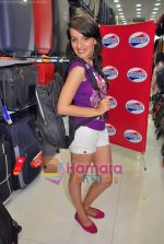 Natasha Bhardwaj promote American Tourister in Khar on 8th Sep 2009 (36).JPG