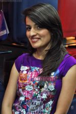 Natasha Bhardwaj promote American Tourister in Khar on 8th Sep 2009 (37).JPG