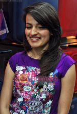Natasha Bhardwaj promote American Tourister in Khar on 8th Sep 2009 (38).JPG