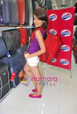 Natasha Bhardwaj promote American Tourister in Khar on 8th Sep 2009 (39).JPG