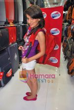 Natasha Bhardwaj promote American Tourister in Khar on 8th Sep 2009 (41).JPG