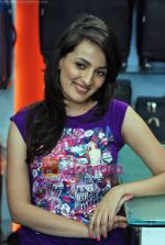 Natasha Bhardwaj promote American Tourister in Khar on 8th Sep 2009 (45).JPG