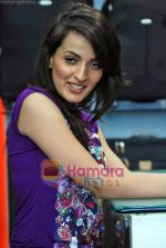 Natasha Bhardwaj promote American Tourister in Khar on 8th Sep 2009 (48).JPG