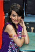 Natasha Bhardwaj promote American Tourister in Khar on 8th Sep 2009 (49).JPG