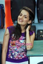 Natasha Bhardwaj promote American Tourister in Khar on 8th Sep 2009 (7).JPG