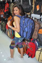 Pooja Kanwal promote American Tourister in Khar on 8th Sep 2009 (30).JPG