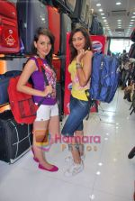 Pooja Kanwal, Natasha Bhardwaj promote American Tourister in Khar on 8th Sep 2009 (2).JPG