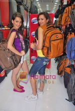 Pooja Kanwal, Natasha Bhardwaj promote American Tourister in Khar on 8th Sep 2009 (25).JPG