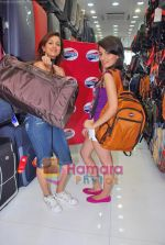 Pooja Kanwal, Natasha Bhardwaj promote American Tourister in Khar on 8th Sep 2009 (5).JPG