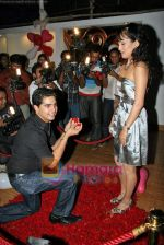 Karan Mehra, Nisha Rawal at Karan Mehra_s bday bash in Marimba Lounge on 10th Sep 2009 (12).JPG