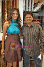 Viren Shah, Brinda Parekh at the launch of Brinda Parekh_s furnishing store A to Z in Irla on 19th Sep 2009 (4).JPG