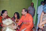 Asha Bhosle, Sachin Khedekar at book launch on Smita Patil in Dinanath Mangeshkar Hall on 24th Sep 2009 (2).JPG
