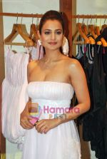 Amisha Patel at Nishka Lulla fashion preview in Fuel on 30th Sep 2009 (9).JPG