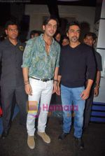 Zayed Khan, Aashish Chaudhary at Do Knot Disturb film premiere in Fame on 1st Oct 2009 (2).JPG