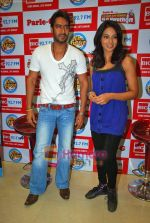 Ajay Devgan, Bipasha Basu at Big Fm studios on 2nd Oct 2009 (15).JPG