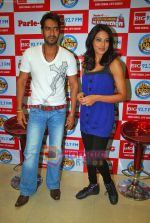 Ajay Devgan, Bipasha Basu at Big Fm studios on 2nd Oct 2009 (14).JPG