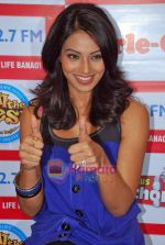 Bipasha Basu at Big Fm studios on 2nd Oct 2009 (8).JPG