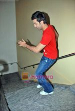 Ranbir Kapoor at Wake Up Sid photo shoot for bookmyshow.com winners in CNN IBN Offic on 3rd Oct 2009 (24).JPG