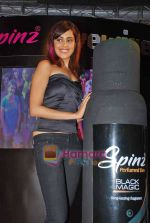 Genelia D Souza at Spinz perfume launch in Lowr Parl on 3rd Oct 2009 (20).JPG